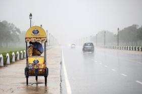 Delhi Wakes Up To Cloudy Skies, Light Rains Likely