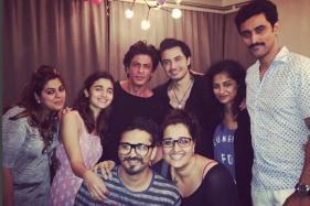SRK, Alia Bhatt, Ali Zafar Pose With 'Dear Zindagi' Team