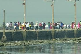 Watch: Activists Celebrate Women's Entry to Inner Sanctum of Haji Ali Dargah