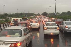 Live: Delhi, Gurgaon Rained in; Traffic Snarls, Massive Waterlogging in Capital