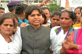 Watch: Trupti Desai Enters Haji Ali, Next Stop Sabrimala Temple