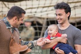 Salman's Playful Boxing Battle With Ahil Is Oodles of Cuteness