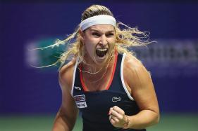 WTA Finals: Dominika Cibulkova Eliminates Simona Halep