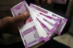 Rupee Pushes Ahead to 1-week High at 64.44 on Capital Glut