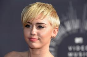 Miley Cyrus Dedicates Song to Ariana Grande
