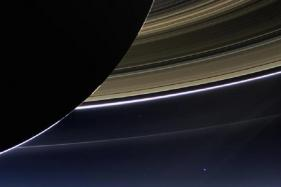 NASA Spacecraft Makes First Close Dive Past Saturn's Rings