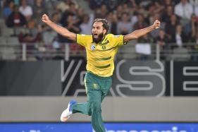 Imran Tahir Gives Pakistan's Shadab Khan Bowling Tips