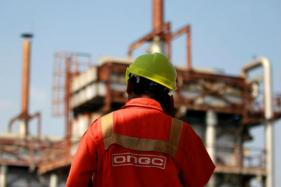 Govt Set to Hit Divestment Goal First Time Post ONGC-HPCL Deal