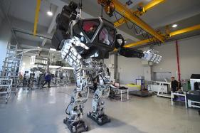 Avatar-Like S. Korean Manned Robot Starts to Walk
