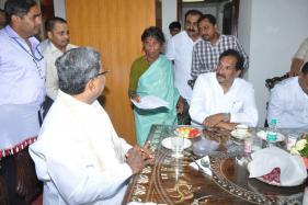 60-yr-old Travels to Delhi to Meet Karnataka CM to get 'Promised Land'