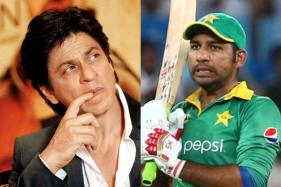 Pak Cricket Fan Trolled For Comparing SRK's Popularity with Sarfraz Ahmed