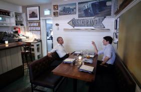 Justin Trudeau-Barack Obama's Dinner Date Photo Goes Viral