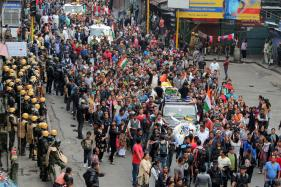 Rajnath Urges CM Mamata to Initiate Dialogue With GJM to end Darjeeling Crisis