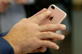 Apple Hits Record High, Powers Dow Past 22,000