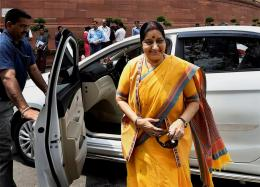 Sushma Swaraj Asks Indian Mission to Grant Medical Visa to Pakistan Boy