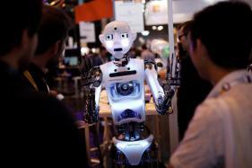 New Soft Robotic Gripper Can Screw in Light Bulbs