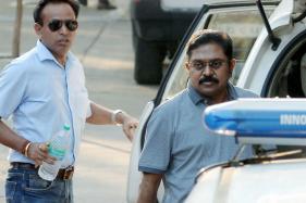 EC Hears AIADMK Symbol Case Today, Dinakaran Goes to SC