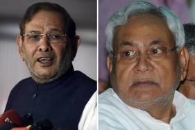 Nitish's JD(U) Passes Resolution to Join NDA; No Action Against Sharad Yet