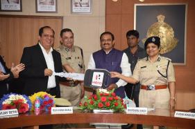 Hero Motocorp Presents 80 New Hero Duet Scooters to Bhopal Women Police Officers