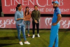Kohli Meets Women Cricket Team's Stars Mandhana & Harmanpreet