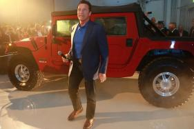 Arnold Schwarzenegger Unveils World's First Electrified Hummer H1 - Video