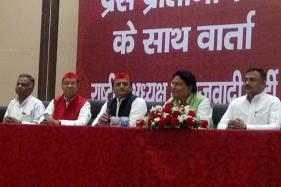 Akhilesh to Amend Party Constitution to Close Exit Routes for Uncle Shivpal​
