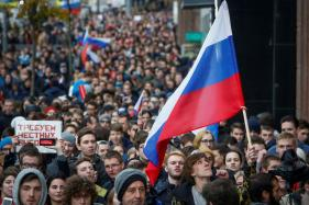 On Putin's Birthday, Opposition Activists Protest, Call for Him to Quit