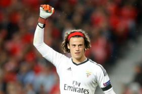 Rookie Keeper's Howler Gifts Man United Win at Benfica