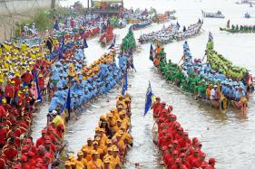 Cambodia Celebrates Water Festival With Boat Races
