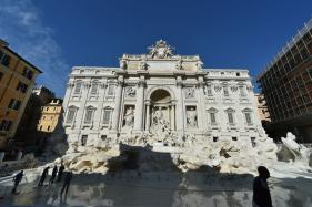 Cash-strapped Rome Eyes up Coins tossed by Tourists Into Trevi Fountain