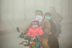 South Asia Smog Disrupts Travel, Sickens Thousands in Pakistan