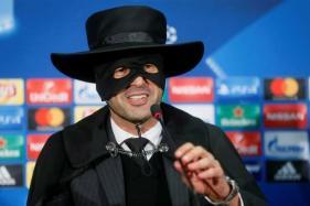 Shakhtar Boss Paulo Fonseca Fulfills Promise, Dresses Like Zorro