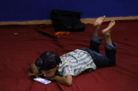 Bedtime Smartphone Use May Cause Weight Gain in Kids: Study