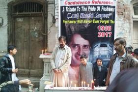 Peshawar Holds Memorial for Shashi Kapoor Outside His Ancestral Haveli