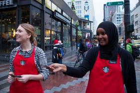 Know How to Score Free Starbucks Products This Holiday Season