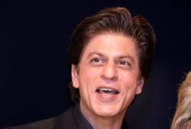 Shah Rukh Khan Goes Underwater To Thank 33 Million Followers