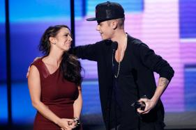 Justin Bieber's Mother Breaks Foot During Vacation