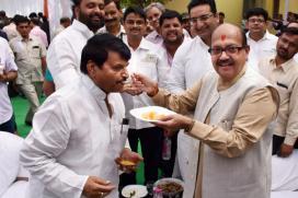 Akhilesh Yadav Sacks Shivpal From Ministry, Mulayam Camp Expels Ram Gopal
