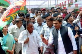 Live: No End to Samajwadi Party Crisis, Old Guard Meet CM Akhilesh