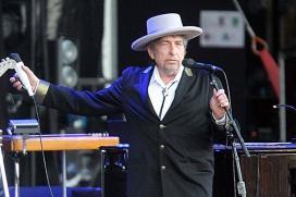Stephen King Backs Bob Dylan's Nobel Prize Win