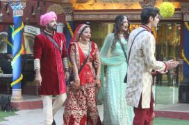 Bigg Boss 10: Mona Lisa Reacts To Karan Johar's Comment On Her Wedding