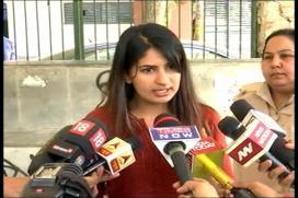 Martyr's Daughter Gurmehar Kaur Triggers War on Social Media