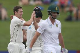 3rd Test: Rain Halts Play After Kiwi Bowlers Shine on Day 1
