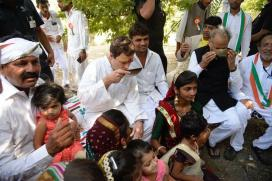 Shift in Rahul Gandhi's Campaign, Visits Temple in Gujarat in Trademark BJP Style