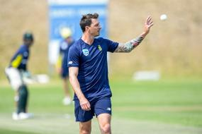 Dale Steyn Takes a Wicket on Quiet Comeback