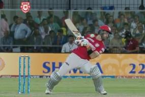 IPL 2017: Maxwell Survives Fierce Bouncer From Bumrah