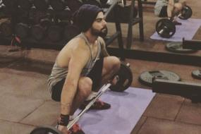 Watch Virat Kohli & Boys Sweat it Out in the Gym on Off Day