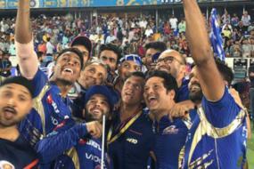 IPL 2017: Sachin Tendulkar Leads Mumbai's Trophy Celebrations