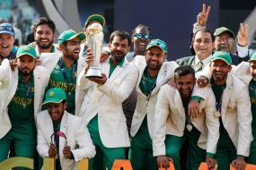 Nawaz Sharif Announces Cash Reward for Sarfraz Ahmed & Boys
