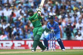 Akram Advises Hafeez to Focus Just on Batting to Prolong Pakistan Career